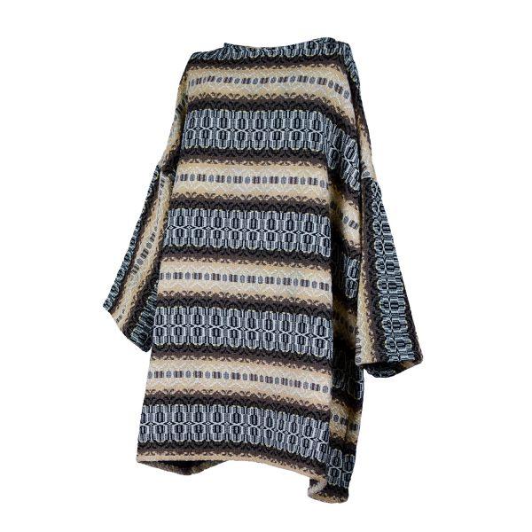 Xersei xxl polos xeonllos elaborado a partir dunha antiga colcha dos anos 60-70, con estampado de liñas horizontais en marróns, ocres e branco
