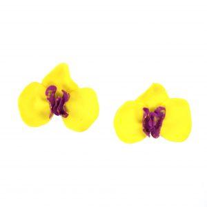 Pendente con forma de orquídea amarela e maxenta de arcilla fría e modelado a man de Carballo Artesanía