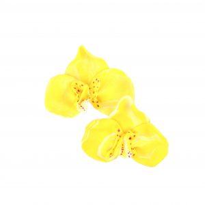 Pendente con forma de orquídea amarela de arcilla fría e modelado a man de Carballo Artesanía